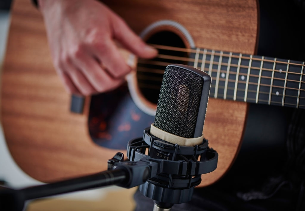 best-condenser-mic-for-under-200-with-guitar